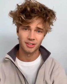 Wavy Hair Men, Curly Hair Cuts, Curly Hair Styles, Mens Short Curly Hair, Thick Hair Men, Men's Hair Long, Men Haircut Curly Hair, Hairstyle Man, Guy Hair