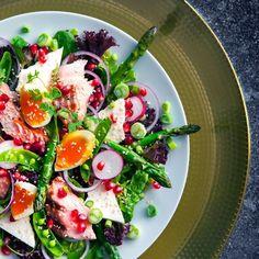 Uke 7: Øk proteinmengden Caprese Salad, Cobb Salad, Food Inspiration, Feta, Food And Drink, Health Fitness, Snacks, Tips, Ikea Hacks