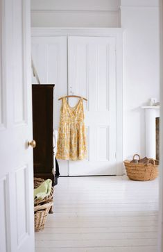 The Design Sponge posted some photos from the home of Jane Cumberbatch, who runs the company Pure Style. White Wardrobe, Bedroom Wardrobe, Built In Wardrobe, White Painted Wood Floors, White Wooden Floor, Built In Cupboards, Bedroom Cupboards, White Rooms, White Bedroom