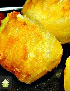 Super Crispy Crunchy Roast Potatoes. Crispy on the outside and fluffy inside! #potatoes #roast #side