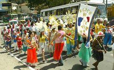 27/jan/2013 - BRASIL - SÃO PAULO - Bloco de carnaval dos pacientes do Hospital Psiquiatrico Pinel faz desfile na Avenida Raimundo Pereira Magalhães, em Pirituba, zona oeste da capital. By FSP.