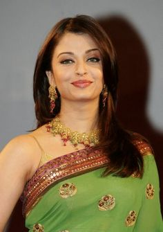 jewelry green sarees   ... green hues in the sari. The sari is a green crêpe silk, with a