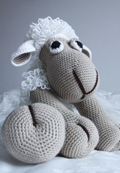Crochet pattern: Elton, The Sheep (by Paola Navarro)
