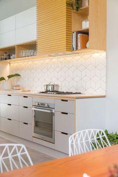 Kitchen design: A little bit of sunshine - cheap kitchen cabinets Kitchen Room Design, Kitchen Sets, Modern Kitchen Design, Home Decor Kitchen, Interior Design Kitchen, Home Design, Kitchen Furniture, New Kitchen, Home Kitchens