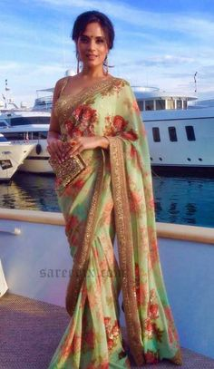 Flowery saree ❤️ colors and print (and atmosphere)