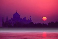 you don´t know the history behind the Taj Mahal you can´t understand the view.If you don´t know the history behind the Taj Mahal you can´t understand the view. Taj Mahal India, The Places Youll Go, Places To See, Beautiful World, Beautiful Places, Beautiful Sunset, India Travel, Incredible India, Amazing