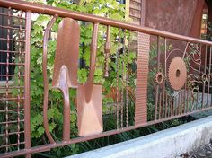 Tools upcycled into a fence | Upcycled Garden Style | Scoop.it