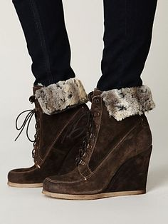 LOVE LOVE LOVE the Destin Wedge Boot by Boutique 9 #freepeople #boutique9