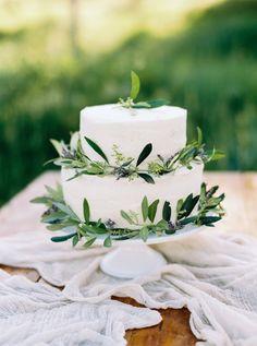 Rustic Wedding Cake for Wedding in Tuscany | Hochzeitstorte mit Olivenzweigen | Silvia Fischer. echte kuchenliebe. Linz, Österreich | www.silviafischer.com Photo: Manuela Kalupar | www.manuelakalupar.com