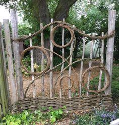 Diy Garden Decor, Garden Crafts, Garden Projects, Garden Trellis, Garden Gates, Balcony Garden, Garden Fence Art, Rustic Gardens, Outdoor Gardens