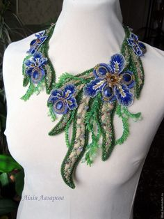 """Купить """"Ирисы"""", колье - синий, бежевый, золотистый, зеленый, колье с цветами, ирисы, колье с камнями"""