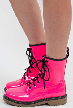 Pink combat boots with frilly socks | DR MARTENS!!!! | Pinterest ...