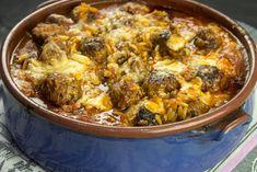 Γιουβέτσι με Κεφτέδες Ιταλικής Έμπνευσης Paella, Ethnic Recipes, Food, Hoods, Meals
