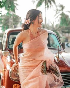 Trendy Sarees, Stylish Sarees, Fancy Sarees, Stylish Gown, Indian Fashion Dresses, Dress Indian Style, Saree Fashion, Glamorous Outfits, Sari Blouse Designs