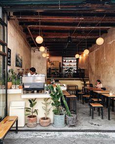 Small Restaurant Design, Decoration Restaurant, Restaurant Interior Design, Modern Restaurant, Cozy Coffee Shop, Coffee Store, Coffee Cafe, Cafe Shop Design, Coffee Shop Interior Design