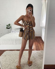 Basic and cool in summer: 15 sure looks - Set with colored stripes, cropped with nozinho, shorts, straw bag, rasteirinha with bow You are in t - Cute Casual Outfits, Cute Summer Outfits, Chic Outfits, Pretty Outfits, Spring Outfits, Girl Outfits, Teen Fashion Outfits, Look Fashion, Fashion Pants
