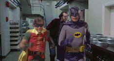 Batman Huyendo en el cine (gifs) :: subdivx