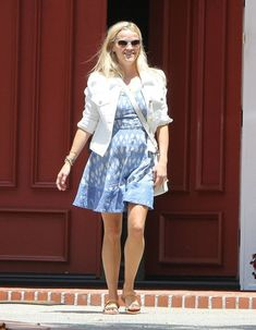 Reese Witherspoon Photos - Reese Witherspoon Leaving Her Office - Zimbio
