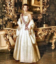 Grace Kelly, Princess of Monaco #monarchy #gracekelly #monaco #princessofmonaco #royals #womeninhistory #historicalfashion #periodfashion