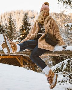 winter outfits snow Image may contain: 1 person, s - winteroutfits Winter Mode Outfits, Winter Fashion Outfits, Autumn Winter Fashion, Outfit Winter, Snow Outfits For Women, Teenage Outfits, Snow Fashion, Ideas Para Photoshoot, Photoshoot Fashion