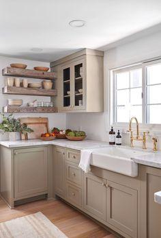 Jenni Kayne Lake Arrowhead house kitchen listed by Jenna Cooper Kitchen Interior, New Kitchen, Kitchen Dining, Kitchen Decor, Kitchen Cabinets, Cooper Kitchen, Kitchen Storage, Hidden Kitchen, Dining Room
