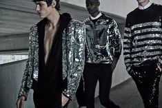 Discover all the pieces from the menswear Cruise Collection 2019 for Balmain by Olivier Rousteing. Male Fashion Trends, Best Mens Fashion, Trendy Fashion, Fashion Looks, Fashion Shoot, Fashion Outfits, Fashion Tips, Fashion Design, Men's Fashion