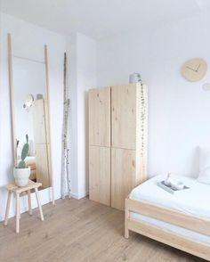 Gästezimmerliebe ♡ #gästezimmer #ivar #ypperlig #diy #spiegel #ikea #utaka #gästebett #daybed #holz #fichtenholz