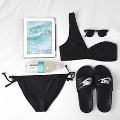 30 Fashion Flat Lay Photos From Instagram | StyleCaster