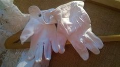 """Original 1930's fastened Child's gloves. 2 years old white cotton gloves. Little """"Mouse"""" gloves! Brass snap fasteners. Good #vintage…"""