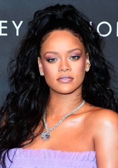 Every time we think we couldn't love Rihanna more, the OG bad gal gives us more reason to be effing obsessed. The Fenty Beauty founder recently sat down with Rihanna Makeup, Rihanna Fenty, Summer Beauty, Summer Makeup, Korean Skincare, Beauty Trends, Beauty Hacks, Beauty Secrets, Beauty Tips