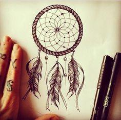 Dream catcher tattoo idea, love the flower pattern in the middle Atrapasueños Tattoo, Tattoo Son, Piercing Tattoo, Back Tattoo, Body Art Tattoos, New Tattoos, Cool Tattoos, Piercings, Dream Catcher Drawing