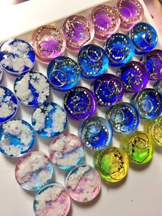 Pin by 薫 関根 on レジン Diy Resin Crafts, Polymer Clay Crafts, Diy And Crafts, Arts And Crafts, Kawaii Jewelry, Cute Jewelry, Diy Jewelry, Uv Resin, Resin Art