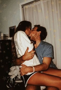 30 Relationship Goals Pictures You Must Try with Your Bae! Looking for relationship goals picture ideas to take with your loved one? Take a look at these cute and funny couple goals pictures and poses for inspiration. Cute Couples Photos, Cute Couple Pictures, Cute Couples Goals, Romantic Couples, Freaky Pictures, Happy Couples, Couple Goals Teenagers, Cute Couples In Bed, Cute Boyfriend Pictures
