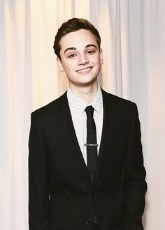 Dean Charles Chapman is close to what I pictured Jem as in regards to his coloring and the softness to his face. He has experience in acting, having appeared as Tommen Baratheon on Game of Thrones. The only problem is that he is too old.