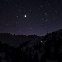 The hut  #nightphotography #night #astrophotography #olympusomd #nendaz #amoureuxdenendaz #inlovewithnendaz #monhiverenvalais #valaiswallis #valaisgravedansmoncoeur #adventure #enjoylife #monhiverenvalais #discover Northern Lights, Mountains, Photos, Travel, Pictures, Viajes, Destinations, Nordic Lights, Aurora Borealis