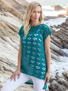 Learn how to crochet the beautiful Foxy Tee pattern from crochet expert Lena Skvagerson! This crochet pattern is perfect for the intermediate crocheter! Débardeurs Au Crochet, Crochet Woman, Crochet Blouse, Crochet Stitch, Free Crochet, Crochet Summer, Knitting Patterns, Crochet Patterns, Signature Design