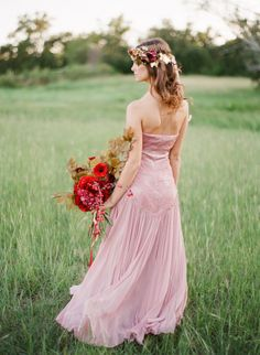 The boho bride: http://www.stylemepretty.com/2014/06/13/a-red-blush-gold-romantic-shoot/ | Photography: Kayla Barker - http://www.kaylabarker.com/