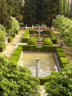 Jardines de los Reales Alcázares de Sevilla Beautiful Places In Spain, Cordoba Spain, Persian Garden, Garden Fountains, Andalusia, Beautiful Architecture, Seville, Malaga, Beautiful Gardens
