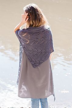 bayou shawl by leila raabe / in quince & co. kestrel, color pebble