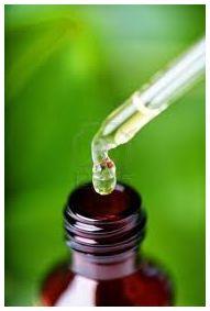 Vitamine C beschermt collageen en maakt nieuw collageen aan Bij het ouder worden verliest de huid collageen en elastine. In de strijd tegen huidveroudering, kan men zich hier dus op richten: collag…