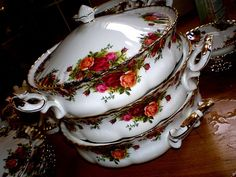 Royal Albert Old Country Roses in stacks! Vintage Dishes, Vintage Glassware, Vintage China, Vintage Teacups, Royal Albert, Rose Tea, Tea Roses, Vintage Dinnerware, China Patterns