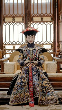 Traditional Fashion, Traditional Outfits, Ancient China Clothing, Dynasty Clothing, The Empress Of China, Iconic Dresses, Chinese Clothing, Oriental Fashion, Qing Dynasty