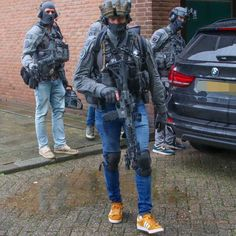 Military Gear, Military Weapons, Sas Special Forces, Tactical Solutions, Best Hiking Backpacks, Police, Human Poses Reference, Combat Gear, Tac Gear
