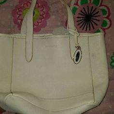 Cynthia Rowley Cream tote bag Cream color tote bag. NWOT Few minor imperfections, nothing to visible.  Happy to add more pictures.  Genuine Leather Cynthia Rowley Bags Totes