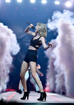 Taylor performing I Knew You Were Trouble during the 1989 World Tour in Ottawa 7.6.15
