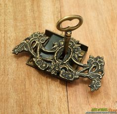 Set Antique Vtg Brass Key Lock And Skeleton Keys With Victorian Key Hole Decor