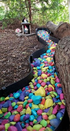 I got this idea from a school that involved their students in making a colorful rainbow rocky river. I knew it would give my own yard a beautiful burst of color and wanted to do something similar. River Rock Landscaping, Landscaping With Rocks, Backyard Landscaping, Diy Backyard Fence, Diy Fence, Fence Ideas, Yard Ideas, Garden Crafts, Garden Projects