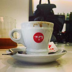 L'italia e l 'arte del: Vieni ti offro un caffè #caffe #un'arte #loveit #happiness #rimini #amaro #shot #hot #coffeemania #italy by juliajules83