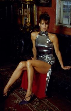 Alexandra Paul vs Charlize Theron The fighters square off. Sexy Outfits, Hottest Pic, Charlize Theron, Vintage Beauty, Real Women, Crossdressers, Well Dressed, Looking For Women, Hot Girls