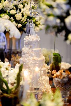 Bolo de casamento romântico e clássico. Foto: Rejane Wolff